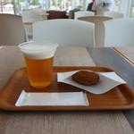 カフェ トビッチョ - 生ビールとしらすブラックコロッケ