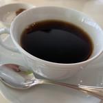 107564077 - コーヒーもなんだか上品。