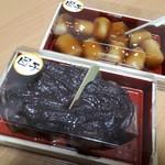 松月堂 - 団子・しょうゆ&あんこ(各270円)
