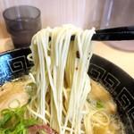 107565110 - 味玉白湯らぁ麺 の麺リフトアップ