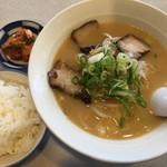 肥後橋ラーメン亭 - ラーメン定食は¥850ですよ〜