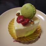 10758569 - ピスタチオとホワイトチョコのケーキ