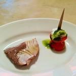107585308 - お肉やパスタのランチは一口前菜ピンチョス付き、プチトマトのカプレーゼとブリの軽い炙り