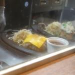 肉SAKABA 飲めるハンバーグ - ハンバーグが出来上がっていく