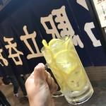 107590736 - レモンたっぷりチューハイ
