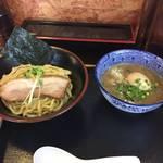 107594528 - 濃厚魚介鶏つけ麺に味玉追加 麺屋頂中川會