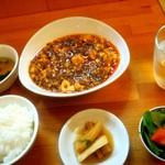 107597188 - 麻婆豆腐定食