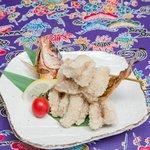 侍ちゃんぷる - 沖縄の県魚のグルクンの丸唐揚げ