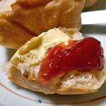 明治の館 ケーキショップ - プティ ブール(『ツルヤ 一本木店 』で購入した「「果実まるごとジャム 九州産あまおう苺」を塗って)