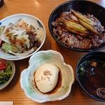 飛騨琢磨 - 特選飛騨牛焼き肉丼(2,400円)