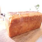 107604077 - 食パン一本