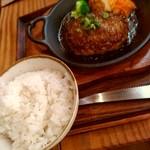 107609892 - kawara 鉄板ハンバ-グ定食[和風オニオンソ-ス]の左側
