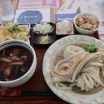 107610633 - 霙糧うどん(冷やし)大盛 + 地野菜かき揚げ + 野菜炊き込みごはん