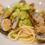 イル ルポーネ - アサリとそら豆のスパゲッティ