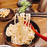 三田製麺所 - 麺、なかなか上手くリフトできなかった(^◇^;)