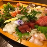 喜 - 本日の刺身盛り合わせ 5人前 ¥1,300×5  厚切りの赤身や鯛など美味しかったです。この日は日曜で、品切れが多いのが残念でした。