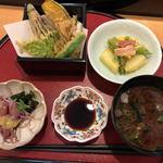 107615453 - 天ぷら、小鉢2個、味噌汁