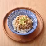 DAISANGEN 大三元 台湾飲茶 - 嘉義鶏肉飯 520円 エシャロットの香り、鶏肉の旨味がたっぷり入った人気のご飯 (国産米を使用)