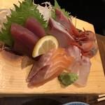 うまいもん 魚河岸屋 - 料理写真:刺身 5種ハーフ盛り 680円