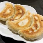 鴻園 - 料理写真:餃子 ¥480