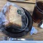 ぱんカフェ ブルーミング 阿倉川SS - 料理写真:シフォンケーキとアイスコーヒーで350円