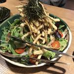 名物わら焼きとマグロ料理 北堀江 ほおずき - カリカリ牛蒡サラダ