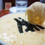 らぁめん蔵持 - 納豆と卵を泡立てたフォームがネジレ麺にからむからむ!