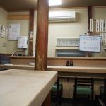 大衆割烹 三州屋 - 店内(カウンター席)