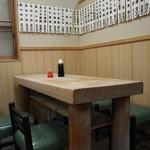 大衆割烹 三州屋 - 店内(テーブル席)