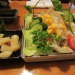 とばっ子 - ラッキョとモヤシサラダ。