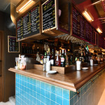 八丁堀ワイン食堂パパン - ちょっとお得な立ち飲みカウンター