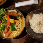 Rojiurakarisamurai - チキンと一日分の野菜20品目(1480円)です。