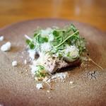 ドンブラボー - 鰹のカルパッチョ メープルシロップとゴルゴンゾーラのパウダー マジョラムの香り