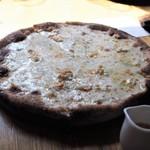 ドンブラボー - クアトロフォルマッジのピッツァ