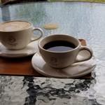 107650034 - カフェオレとコーヒー