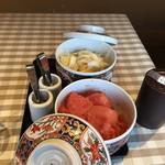 107652201 - 席に用意される、明太子と生姜の甘酢