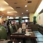 シャノアール - 喫茶店らしい店内。