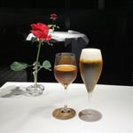 107654084 - カベルネ種 ロゼ ブドウジュース(1,000円)/ ドラフトビール<サッポロ>(800円)