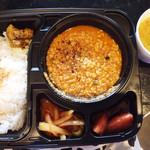 ハバチャル - 料理写真:4種のアチャール(イカ、牛蒡、新タマネギ、イチゴ!)+インディカ米+チキンキーマ。穏やかな中にもエッジの効いたスパイス香るチキンキーマと個性的かつ上品なアチャールの素晴らしい調和。¥1080  マサラモアさんの「レンズ豆とアスパラのカレー¥340 オプションでつけました
