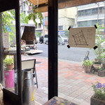 Kanda Coffee - 専大通りに面しています