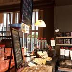 Kanda Coffee - 焼菓子と黒板のメニュー