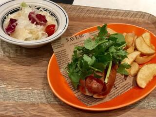 肉が旨いカフェ NICK STOCK 横浜ポルタ店 - 極太パクチードッグランチ 880円