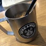 ストリーマー コーヒー カンパニー - リボルバーラテ 680円