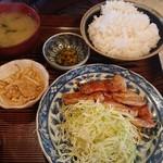 107673221 - 焼き肉定食