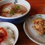 京都塩元帥  - 唐揚げセット ご飯にキムチのせ 910円