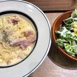 ハミングミールマーケット コーヒー&バー - カルボナーラ&サラダ
