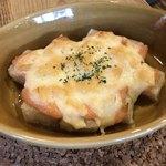 ごちそう家 きどらず - 明太もちチーズ焼きもちに明太マヨが絶妙です。