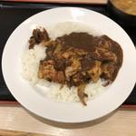 松屋 - ゴロゴロ煮込みチキンカレー。ぶっかけて食べました。チキンの量が多くて満足!