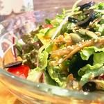 菜盆堂Vinefru - ランチメニューの「菜ぼーる万歳」10種類の野菜、さらにはスーパーフード類も