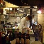 イベリコ・バル - 1階店内オープンキッチンの様子